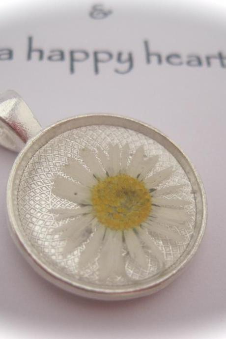 Memories of Daisies in the Garden - a real dainty daisy Memory Necklace